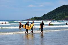 "os novos ""Medina"" (Ruby Augusto) Tags: sea praia beach rainforest waves surfers surfistas mataatlântica bertiogasp litoralnortepaulista"