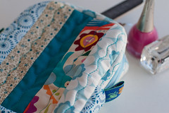 Ncessaire /  Toilet Bag (Canela Cheia) Tags: travel bag patchwork bolsa toiletry necessaire telmovel