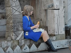 Lunch in Blue (mikecogh) Tags: blue bench lunch wooden dress pillar carving wellington worker