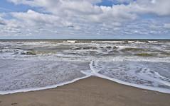 Symmetrie / Symmetry (schreibtnix) Tags: sea sky travelling beach netherlands clouds strand landscape reisen meer himmel wolken wave symmetry breakers landschaft welle niederlande brandung symmetrie callantsoog olympuse5 schreibtnix