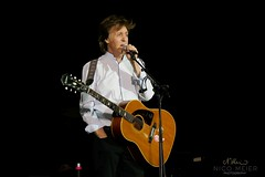 Paul McCartney with Epiphone Texan (NM_Pics) Tags: munich mnchen paul beatles olympicstadium mccartney paulmccartney olympiastadion oneonone