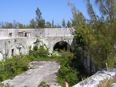 Fort Cunningham,  Paget Island,  Bermuda. (Okehills) Tags: cannon victorian artillery british bermuda rml gun 18ton 10inch 38ton 125inch fortcunningham ironshield fortofgold
