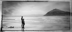 Father and Son (memories-in-motion) Tags: sea bw white canada black nature danger standing canon island mono coast nationalpark waiting surf waves looking pacific britishcolumbia board natur 100mm vancouverisland together rim challenge threat f63 neopren vaterundsohn ef100400f4556lisusm 13200sec 5dmarkiii