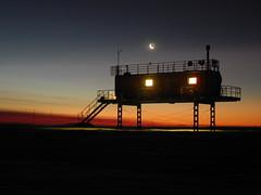 Neumayer-120721_AirChemistryObservatory-moon (World Meteorological Organization) Tags: macquarie ozone antarctic syowa amundsen weatherballoon wmo neumayer worldmeteorologicalorganization ozonesonde globalatmospherewatch brewerinstrument