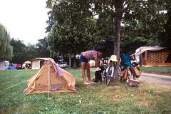 A la dure (maxguitare1) Tags: camping people france cicloturismo bicycle gente slide bicicleta tent persone tienda bicyclette personnes vlo cluny tenda cycliste tente diapositive bicicletta cyclotourisme motoring automovilismo cycletouring voyageitinrant
