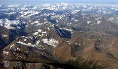 Niut and Waddington Ranges (Dru!) Tags: mountain canada mountains work bc britishcolumbia flight august glacier alpine chilcotin niutrange coastmountains chilcotins blufflake waddingtonrange mountainranges pacificranges yvrtosmithers