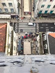 Lisbonne - mai 2016 (remi.boudousquie) Tags: rue ville lisbonne parapluie piton effeil lvateur