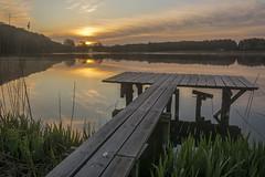 Morgens am Westensee III (rahe.johannes) Tags: lake see wasser wolken landschaft sonnenaufgang spiegelung schleswigholstein steg langzeitbelichtung wolkenstimmung holzsteg westensee