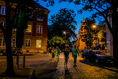 Warszawa (nightmareck) Tags: summer twilight europa europe fuji dusk streetphotography poland polska handheld warsaw fujifilm bluehour fujinon warszawa lato pancakelens mazowieckie xe1 zmierzch apsc mirrorless xtrans fotografiauliczna xmount xf18mm xf18mmf20r bezlusterkowiec