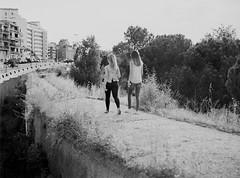 Las Chicas del Aqueducto (docteur_chris) Tags: madrid girls sunset blackandwhite blancoynegro mediumformat canal noiretblanc aqueduct chicas puestadesol filles coucherdesoleil aqueduc aqueducto moyenformat mamiyam645j medioformato rolleisuperpan200 caffenolcl sekorc80f28 paseodeladireccion
