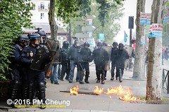 Manifestation nationale à Paris contre la Loi travail - 14.06.2016 - Paris - IMG_4501 (PM Cheung) Tags: paris demo frankreich police demonstration polizei proteste manif manifestation bac sncf crs arbeitsmarktreform cgt 2016 csgas wasserwerfer labac krawalle tränengas ausschreitungen françoishollande auseinandersetzungen polizeipräfektur blockaden confédérationgénéraledutravail 14juin compagniesrépublicainesdesécurité pmcheung euro2016 gewerkschaftsprotest parisdebout blockupy facebookcompmcheungphotography esplanadeinvalides myriamelkhomri mengcheungpo loitravail nuitdebout mobilisationénorme manifestationnationaleàpariscontrelaloitravail lesboches soulevetoi manifestationnationaleàparis 14062016 landesweitegrosdemonstrationgegendiearbeitsmarktreform loitravail14062016 antagonistischenblock démosphère