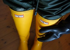 Well Protected! (essex_mud_explorer) Tags: yellow vintage boots rubber gloves wellington hunter wellingtonboots wellies rubberboots gummistiefel wellingtons gumboots rainboots gauntlets madeinscotland hunterwellies rubberlaarzen hunterboots me107 marigoldemperor