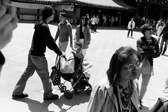 Meiji Shrine, Yoyogi Park, Tokyo (fabiolug) Tags: meijishrine yoyogipark shrine park people street streetphotography tokyo japan japanese asia leicammonochrom mmonochrom monochrom leicamonochrom leica leicam rangefinder blackandwhite blackwhite bw monochrome biancoenero 35mmsummicronasph 35mmf2summicronasph summicronm35mmf2asph summicron35mmf2asph 35mm summicron leicasummicron leica35mm