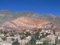 """Purmamarca: el Cerro de los Siete Colores (la Montagne aux Sept Couleurs) <a style=""""margin-left:10px; font-size:0.8em;"""" href=""""http://www.flickr.com/photos/127723101@N04/29042708892/"""" target=""""_blank"""">@flickr</a>"""