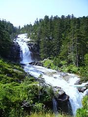 Cascade du Pont d'Espagne (Hautes-Pyrenes, France) (frecari) Tags: nature landscape french france water cascade pyrenees 2006 summer t montagne moutain