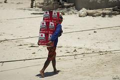 Arrive des Bintang  Gili Trawangan (Rosca75) Tags: indonesia beach gilitrawangan bintang beer unloading