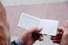 Preghiera sciita (ric73cardo) Tags: old man paper hands iran islam prayer religion mani uomo believe carta vecchio preghiera qom religione