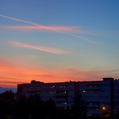 I luoghi non hanno memoria. La... (simoneaversano) Tags: sunset buildings hospital evening poetry tramonto darkness bluesky gradient poesia chemtrails clearsky sunsetting nightfall benevento redclouds frommybalcony sunlovers poetography skylovers fromwhereilive sunsetlovers cloudlovers fallingdarkness latergram uploaded:by=flickstagram igcampania instagram:photo=826151482701583665247096476 walkingbenevento instagram:venuename=aziendaospedalieragaetanorummo instagram:venue=1269910 paesaggisannio