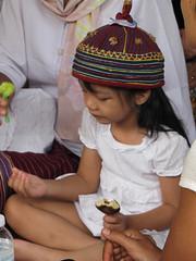 Praying (Lode Engelen - ลุงฝรั่ง) Tags: thailand praying littlegirl chiangmai maechaem watpadad
