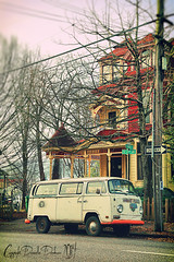Cars of PDX: The Twinkie (Danielle Denham-Skinner) Tags: cars lomo crossprocessed automobile arcitecture portlandoregon fauxlomo vwbus nwportland whitevan volkswagenvan canon6d twinkiemobile colorfuloldhouse