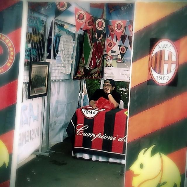 Lokasi Nobar: Booth Milanisti Indonesia @Milanistiorid di #SportsRace2014 bareng @bolanewscom @tabloidbola @gandariacity