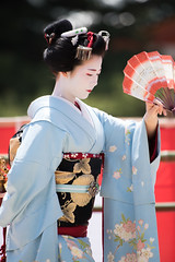 (byzanceblue) Tags: blue red white cute girl beauty japan lady female hair japanese dance kyoto shrine bokeh traditional maiko   kimono gion   miyagawacho kanzashi       miyakawacho   toshisumi