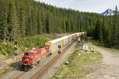 CP 113 @ Divide, AB (Mathieu Tremblay) Tags: railroad lake canada electric train general sony railway louise alberta searchlight locomotive cp ge signal chemin fer divide 113 subdivision laggan gevo a99 es44ac sal2470z improvementdistrictno9