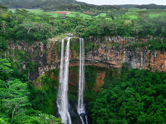 Chamarel Falls (andbog) Tags: panorama cliff nature forest landscape waterfall lowresolution rocks natura ps falls casio tropical tropic pointandshoot mauritius paesaggio lowres compactcamera cascata qvr40 chamarel casioqvr40 blackrivernationalpark blackrivergorges rivirenoiredistrict