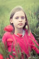 Eleanor (Sabrina Vosgien) Tags: ecole kermesse portrait kid enfant fille girl vert green rose coquelicot acrofoto poppy d750 nikon 2470mm28 tamron