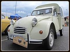 Citroën 2CV AK 400, 1973 (v8dub) Tags: citroën 2 cv ak 400 1973 van fourgonnette camionnette lieferwagen schweiz suisse switzerland fribourg freiburg french pkw voiture car wagen worldcars auto automobile automotive old oldtimer oldcar klassik classic collector