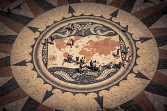 Le monde à ses pieds... (Gilderic Photography) Tags: lisbon lisbonne lisboa portugal map world belem ground people discoveries canon eos 500d gilderic