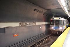 DSC_1532 (billonthehill2001) Tags: boston subway mbta governmentcenter greenline blueline