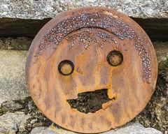 La rouille n'arrête pas un sourire (The rust doesn't stop a smile) (Larch) Tags: rouille rust sourire smile face vieillesse oldage objet thing métaphore metaphor lofoten ileslofoten lofotenislands norvège norway larme tear r inexplore