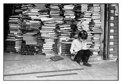 Pequea gran lectora (Eugenio Garca.) Tags: streetphotography fotocallejera leica m3 elmar 28 kodak tmax 400 ddx epsonv700 betterscanning reader lectora child books libros librera bookstore candid