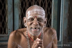 Man at Nataraja Temple (Rolandito.) Tags: man portrait nataraja temple south southern india chidambaram