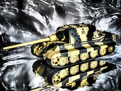 Panzerjger Tiger Ausf. B (Luicabe) Tags: alemania blindado cabello carrodecombate cazatanques decorado enazamorado estudio guerramundial interior jugdtiger luicabe luis maqueta modelismo panzerjger profundidaddecampo reflejo tanque vehculo yarat1 zamora zoom