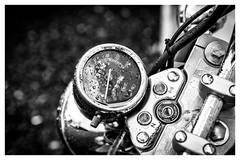 bike (:: Blende 22 ::) Tags: germany german deutschland mitte thuringia thringen frhling eichsfeld eic landkreis heilbadheiligenstadt canoneos5dmarkiv fusgngerzone bike schwarz weis monochrome einfarbig motorrad tacho regen rain black white bw sw blackandwhite ef2470mmf28liiusm