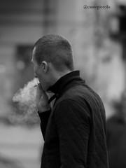 Smoking (Cassio Piccolo) Tags: pretoebranco monocromatico gente cigaro fumo cigar bw blackwhite blanchenoir