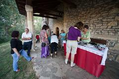 Ermita de Bonas (Robles de la Valcueva) Tags: espaa fiestas len romera juegosinfantiles roblesdelavalcueva haciendoclack jessgonzlez bonas 15082011
