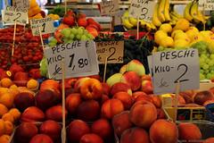 Pesche (www.rguezruiz.wordpress.com) Tags: orange shop price grande market stock peach ticket fruta mercado venecia naranja suave mercadillo melocotn etiqueta precio verdura frutera puesto precios