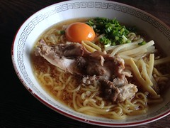 Ramen topped with a piece of chickenflame @ home (Fuyuhiko) Tags: home tokyo with ramen  piece  topped   chickenflame