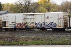 Raem Kerse (BombTrains) Tags: road railroad art up train bench graffiti paint pacific tag graf union rail spray graff freight reefer armn fr8 kerse benching raem 766264