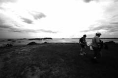 Saint-Jacut de la Mer - atana studio (Anthony SJOURN) Tags: sky mer beach clouds studio de la brittany marin roulant bretagne ciel bunker fisher anthony nuages plage peche bottes maree fauteuil panier basse atana epuisette saintjacut sjourn