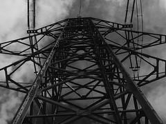 Strom (Blende2,8) Tags: strom masten