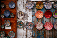Crafts. Essaouira, Morocco. (hadogumu) Tags: art wall zeiss 35mm crafts sony plate snap morocco handicrafts essaouira moroccan biogon  352 loxia  sonyalpha   loxia35 a7rii a7rm2