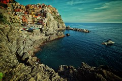 by the sea (paddy_bb) Tags: italien sky italy cloud water mediterranean harbour cinqueterre hafen manarola 2016 nikond5300 paddybb