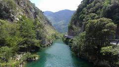 Rio Deva (rimerbl) Tags: leica espaa cliff mountains river landscape spain picosdeeuropa riodeva leicadlux6 dlux6