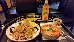 2016_Thai_bistro_0906_210042 (emzepe) Tags: 2016 szeptember sz budapest hungary ungarn hongrie soroksri t borros tr tterem restaurant food vacsora dinner thai bistro tlca tray asztal table plate tel ftel leves mang ital drink dt pad rk shrimp