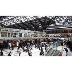 Liverpool stret station  (Eca photos) Tags: station london england londoncity londonunderground travel trainstation ampio colori architettonico arch stazione treno focus fotografia folla gente people
