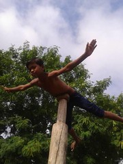 "the pole is more than 3 metres high this is an ancient ""art"" called malkhamb here practised by our adivasi kids in Madhya Pradesh India close to Khajuraho (Association Devidine) Tags: adivasi kids india rural village tribe khajuraho"